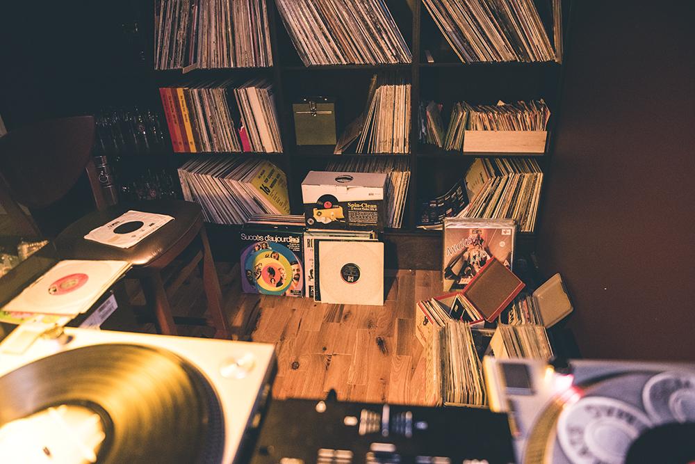 Bar Le Record : nouveau bar à vinyles charmant de Villeray