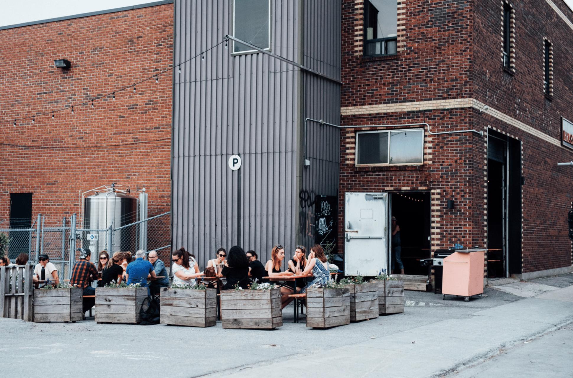 Alexandraplatz bar Montréal mile-ex terrasse