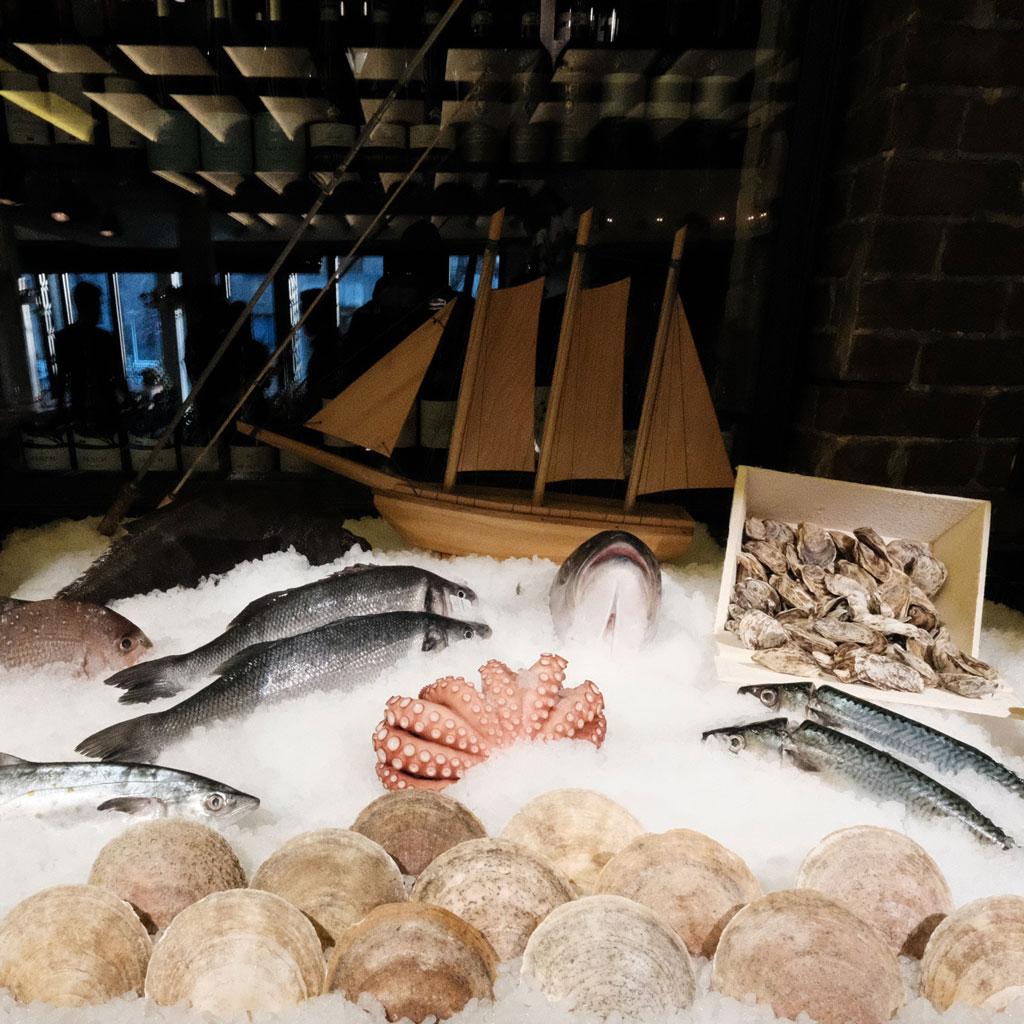 Makro restaurant poissons fruits de mer griffintown montreal