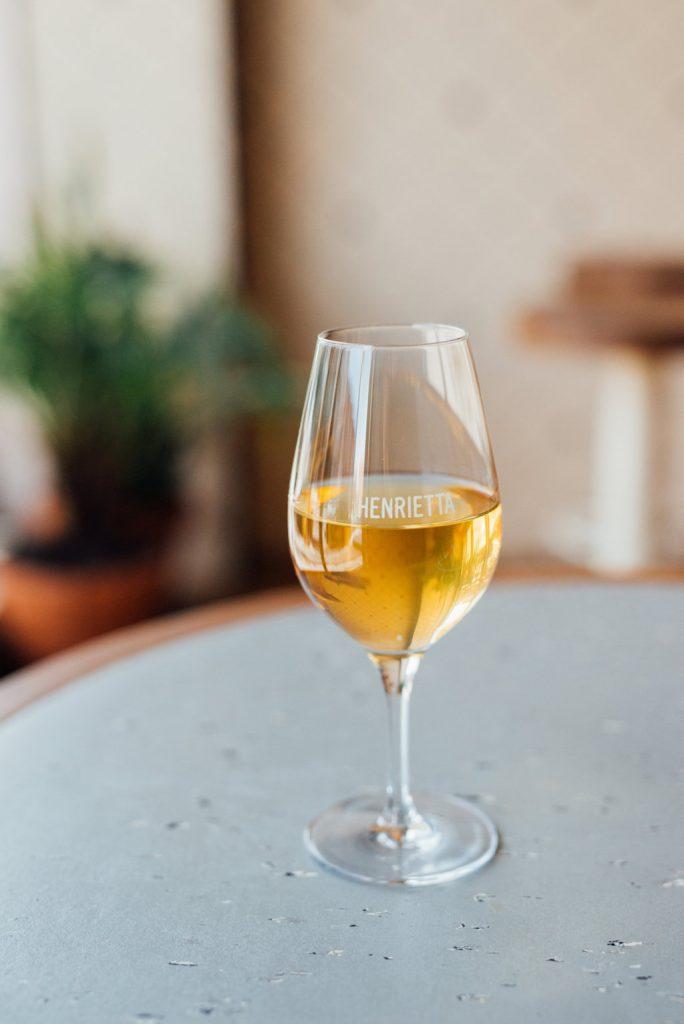 Henrietta Bar à Vin Wine Bar Mile End Montréal