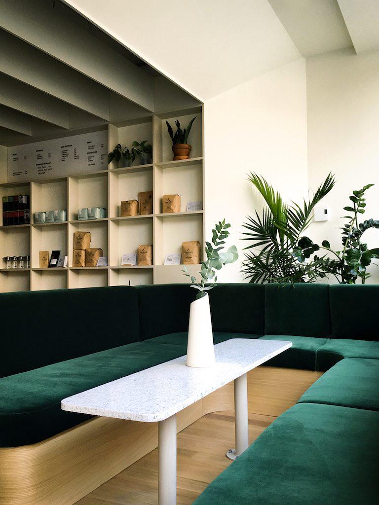 Café Éclair micro libraire mile end