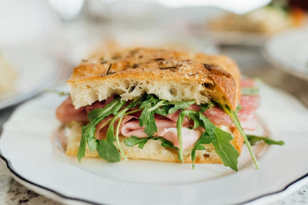 Sandwich Classico Mano Cornuto